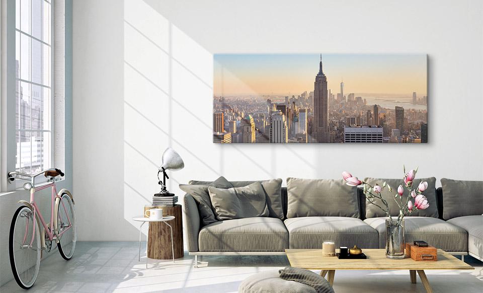 Acrylglas als Panorama über dem Sofa