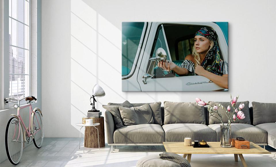 Foto auf Metall über Sofa