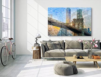 Fotomosaik über Sofa aufgehängt